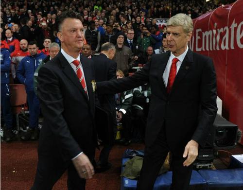 Wenger nghĩ Man Utd nên dành thêm thời gian cho Van Gaal. Ảnh: AFP.