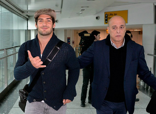 Pato có mặt ở London chiều 27/1.