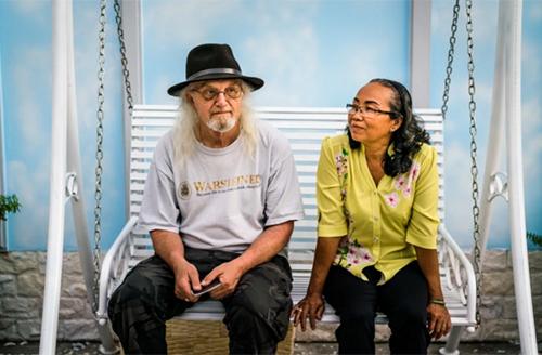 Ông Reischl và bà Hanh lần đầu gặp lại nhau sau 45 năm chia tay. Ảnh: Washington Post