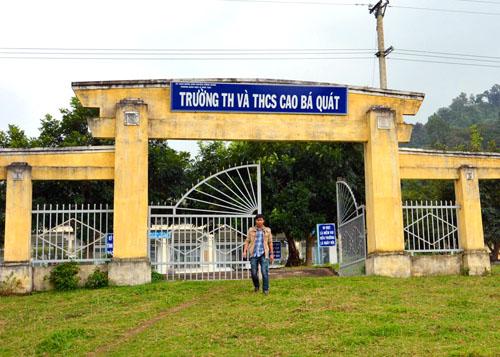 Hiệu trưởng trường Cao Bá Quát bị cho là ăn chặn 137 triệu đồng của học sinh.