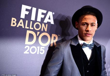 neymar-khong-hai-long-vi-dung-duoi-cronaldo