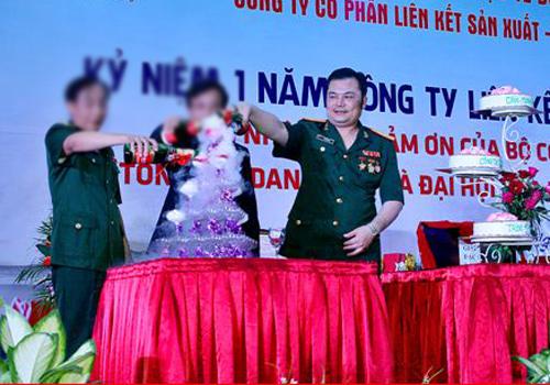 Ông Giang trong lễ kỷ niệm một năm công ty hoạt động đa cấp.