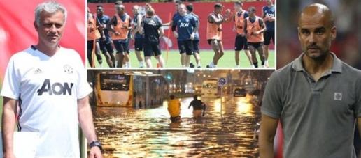 """""""Ông trời"""" khiến trận derby thành Manchester bị hoãn"""