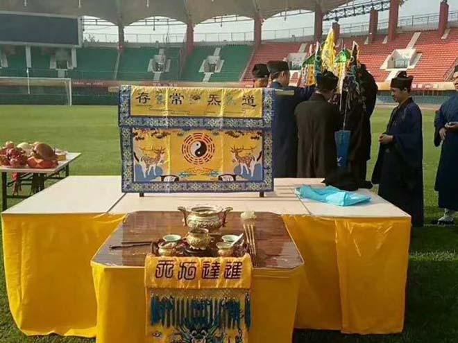 Kỳ dị , Bóng đá Trung Quốc lập bàn thờ cầu thắng